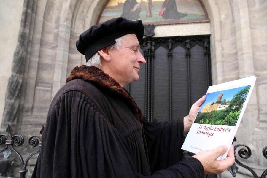 """""""Martin Luther"""" in front of the Theses door of the Castle Church © Juergen Blume, IMG Sachsen-Anhalt"""
